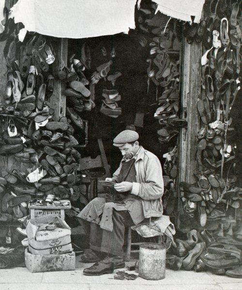 סנדלר בשוק הכרמל ספר חמישים שנות תל אביב מסדה 1959